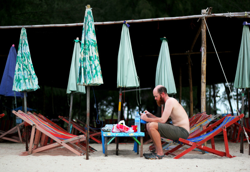 Cycling around the world - camped on a Thai beach